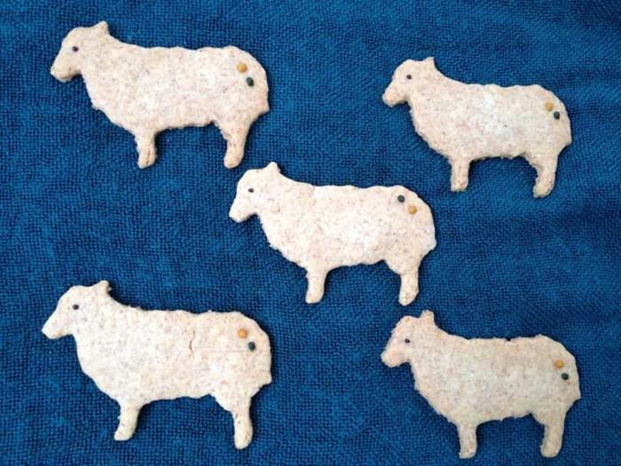 羊クッキー。その他、猫やウサギなど、いろいろな動物クッキーが。