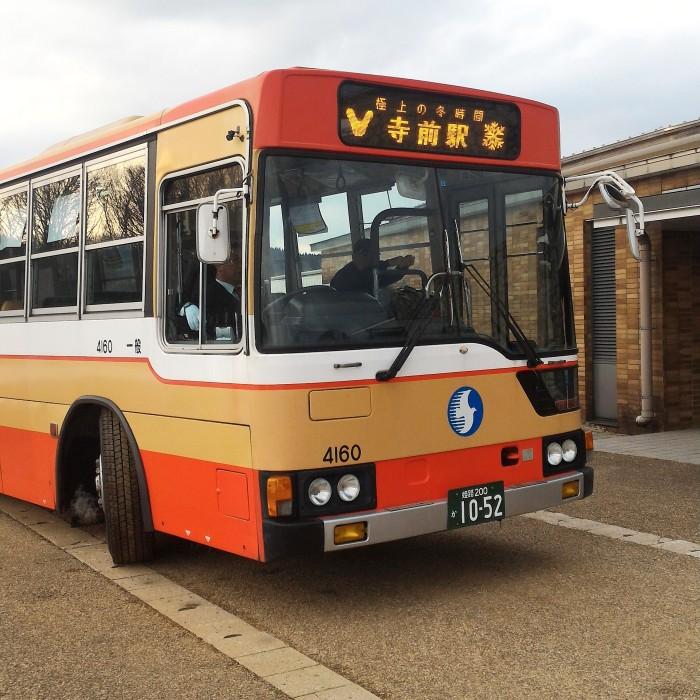キャンペーンバスには、神河町のマスコットキャラクター、カーミンが!