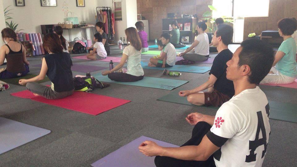 YOGA MUDRAでは、全国一斉同じ時間に、瞑想を