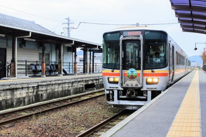 余部駅にて、本竜野まで行ける電車を待つ…